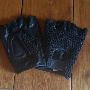 Fingerless gloves with mesh and padded leather